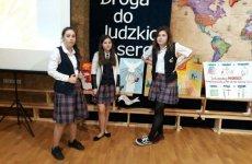 """Więcej o: II miejsce """"Lolków"""" w IX Międzyszkolnym Konkursie o Janie Pawle II"""