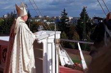 Więcej o: Około 10 tysięcy uczniów, nauczycieli, katechetów i dyrektorów z 240 przedszkoli, szkół podstawowych oraz ponadpodstawowych noszących imię Jana Pawła II, przybyło 10 października na Jasną Górę.